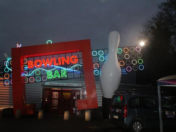 Neon Soufflé Bowling